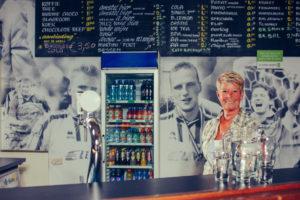 Elke barvrijwilliger op een sportvereniging moet de Instructie Verantwoord Alcoholgebruik hebben gekregen. Team Sportservice organiseert regelmatig IVA's met open inschrijving en kan deze cursus daarnaast op aanvraag van een vereniging of gemeente uitvoeren.