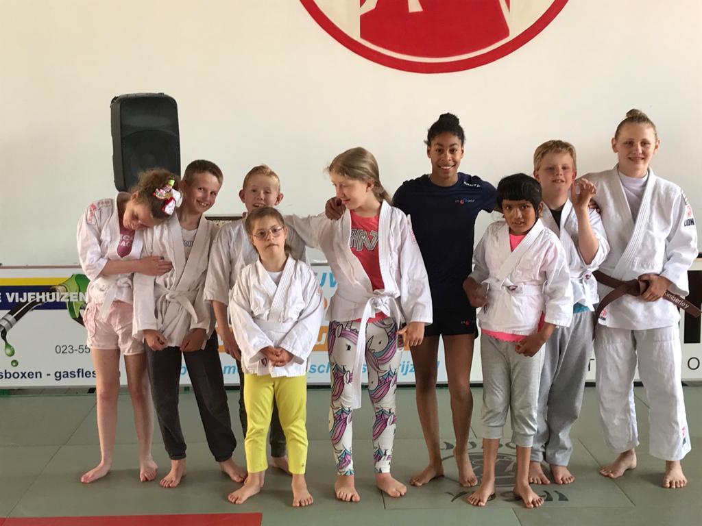 Dankzij de inzet van Meer Vrijwilligers in Kortere Tijd van verenigingsondersteuner Daphne Tervelde van Team Sportservice Haarlemmermeer staat judovereniging Judo Yushi er dit jaar nog sterker voor